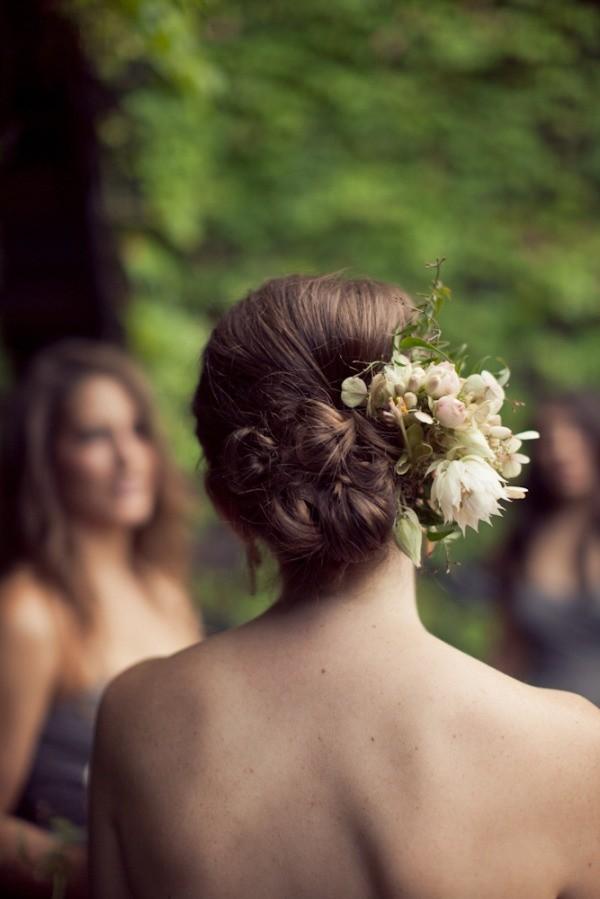 Applicazione floreali acconciature capelli medi sposa / Pinterest