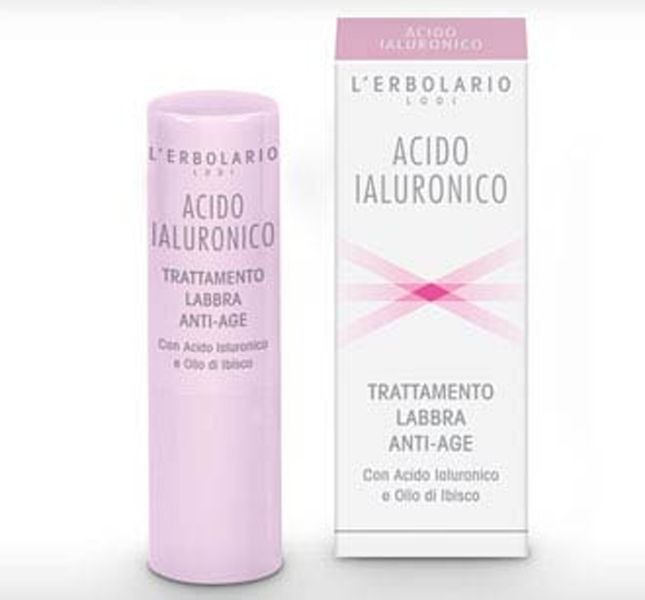 L'Erbolario Trattamento Labbra Anti-Age è a base di acido ialuronico e olio di ibisco