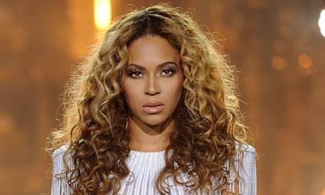 Beyoncé è la star più pagata e potente del fashion biz