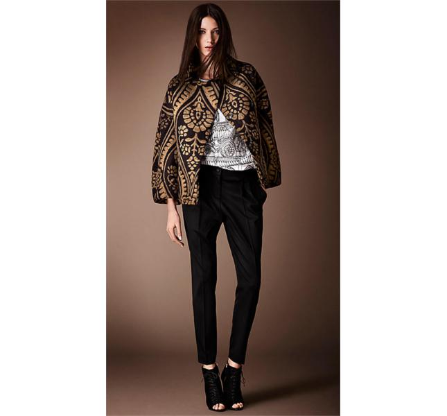 Caban corto oversize con ricamo broccato, magli e pantaloni in lana stretch con pieghe sul davanti / Burberry fw 2014