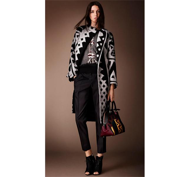 Cappotto coperta con motivo grafico jacquard e pantaloni misto seta e lana / Burberry fw 2014