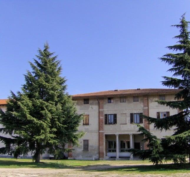 L'edificio principale del monastero, ricavato da una antica cascina