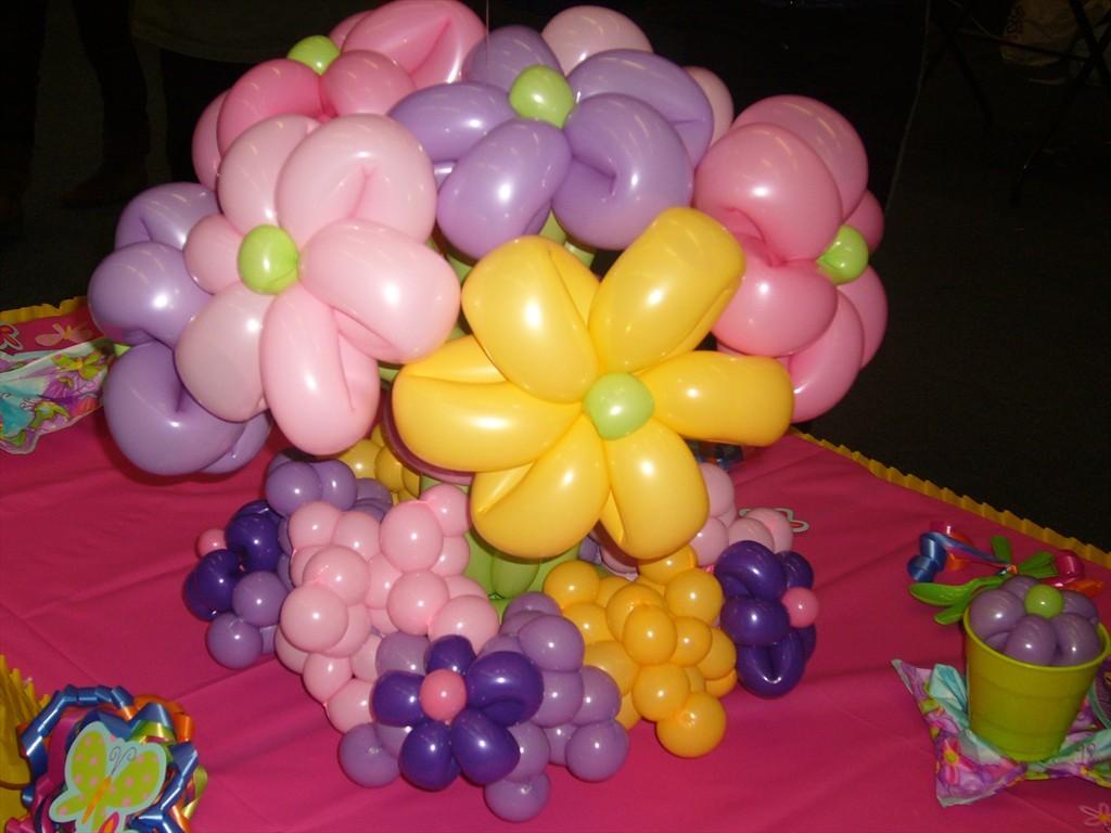 palloncini a forma di fiore colorato
