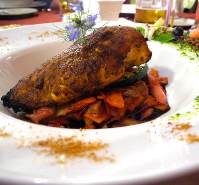 Nei ristoranti del castello di Malbork si possono gustare piatti medievali come questo pollo speziato ©CMariani