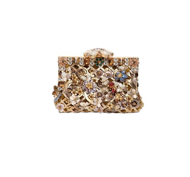 La clutch dorata con fiori by Dolce&Gabbana è perfetta per il nostro look da serata elegante