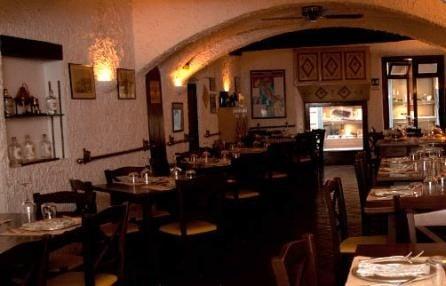 Hostaria Vecchia a Rapallo, nota per la sua atmosfera accogliente ed intima