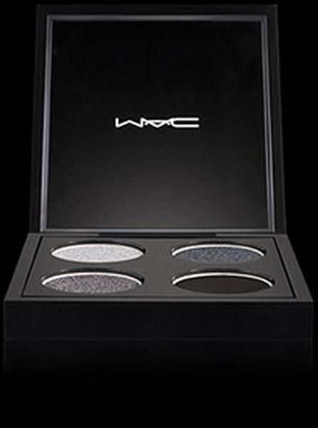 Mac Cosmetics Masat Al Lail: Eye Shadow x 4 è un ombretto pigmentato e ricco, ideale per un trucco intenso