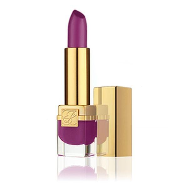 Estée Lauder Pure Color Velvet Lipstick nella tonalità Black Cassis è pensato per un look dark, ma molto luminoso