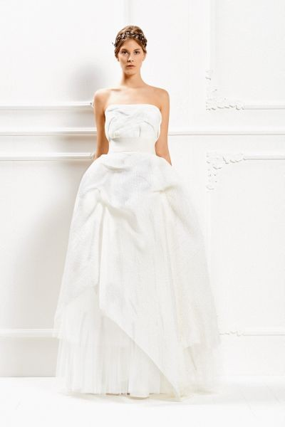 Maxi volume per la gonna bianco ottico dell'abito lungo Max Mara Bridal Collection 2015