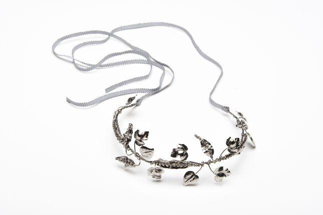 E' in metallo e pietre dura la coroncina della Max Mara Bridal Collection 2015