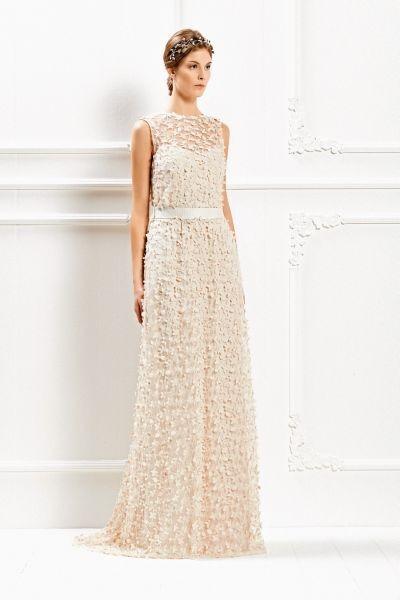 Elegantissimo, sognante ed etereo l'abito lungo rosa cipria Max Mara Bridal Collection 2015