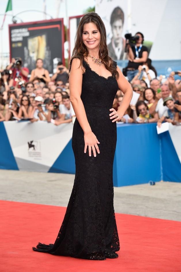 Lucila Sola, compagna di Al Pacino, indossa un abito nero in pizzo by Dolce&Gabbana