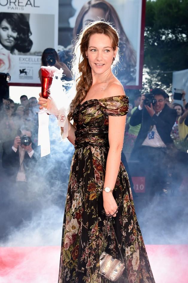 Cristiana Capotondi indossa in occasione del festival, un abito lungo stampato