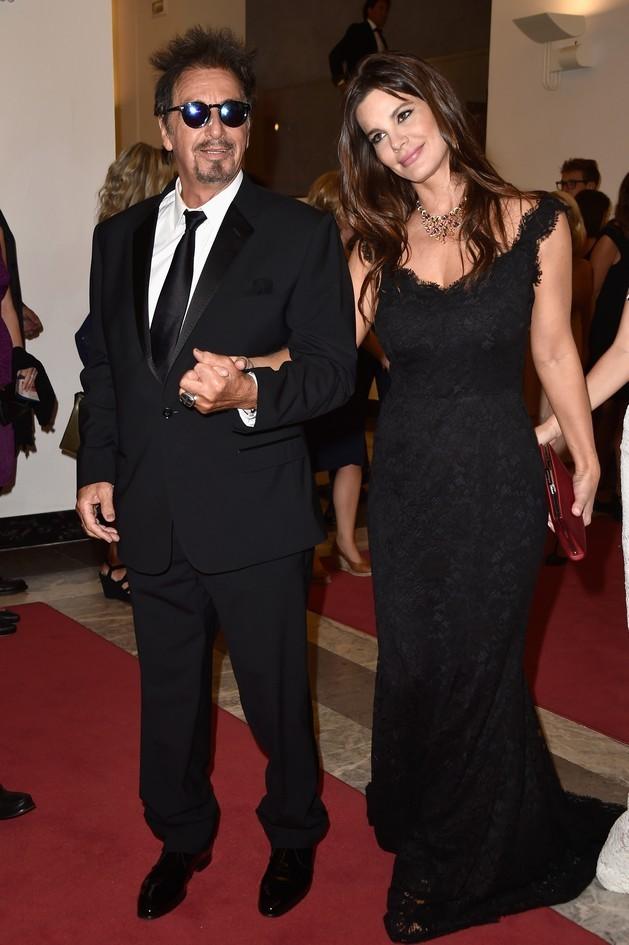 La star premio Oscar, Al Pacino è arrivato al Lido con la giovane compagna, Lucila Sola