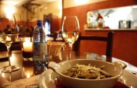 Ristorante romantico nonché tipico wine bar molto tranquillo e romantico nel cuore di Genova