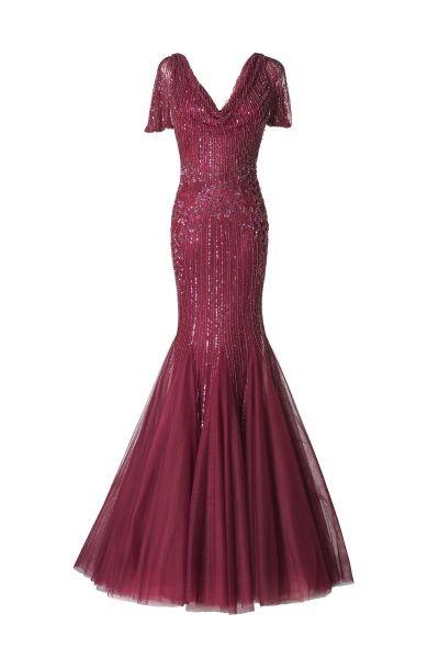 Rosso ciliegia, dettagli brillanti e gonna coreografica per l'abito lungo Alcina by Pronovias
