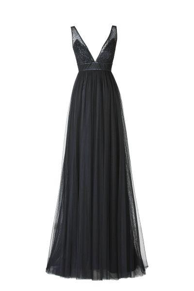 L'abito lungo Aldana della collezione Pronovias 2015 sfida le convenzioni con un nero accesso di baluginii preziosi