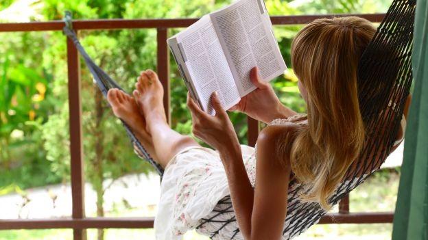 Un'amaca in giardino oppure montata in balcone garantisce momenti di puro relax