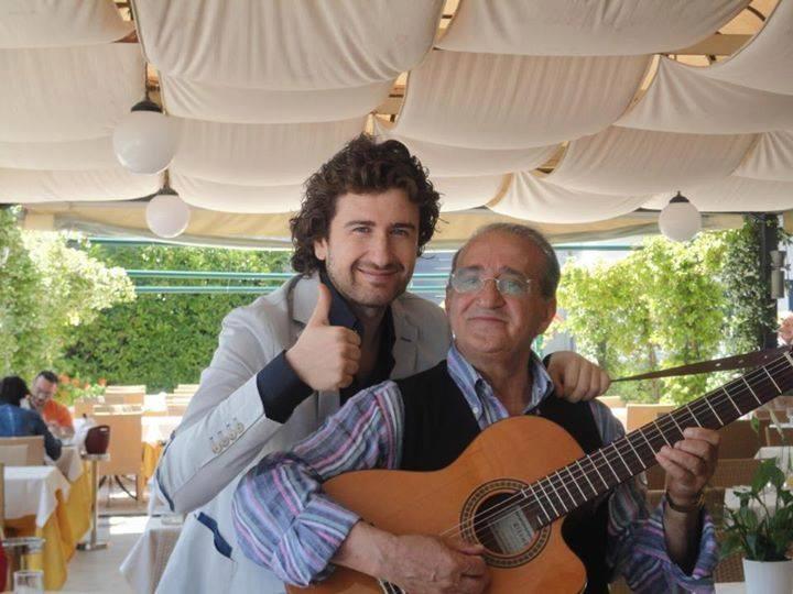 Qui l'attore e comico Alessandro Siani è di casa