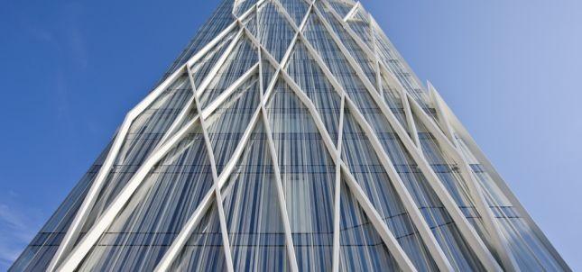 La Torre telefonica di Barcellona, realizzata con le avveniristiche soluzioni Schüco