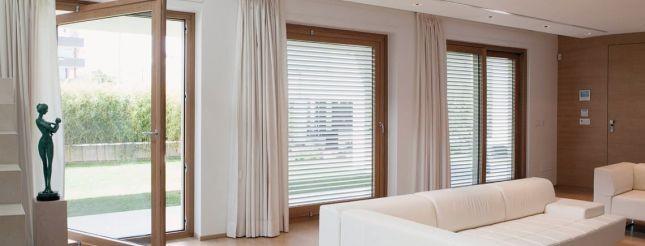 ... che a una porta finestra di un alloggio moderno