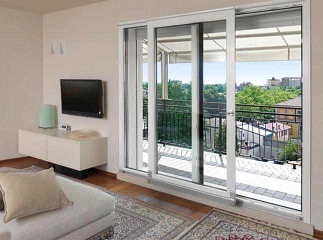 Riciclabile al 100% e dalle eccellenti proprietà isolanti, il pvc è ideale per la realizzazione di porte finestre