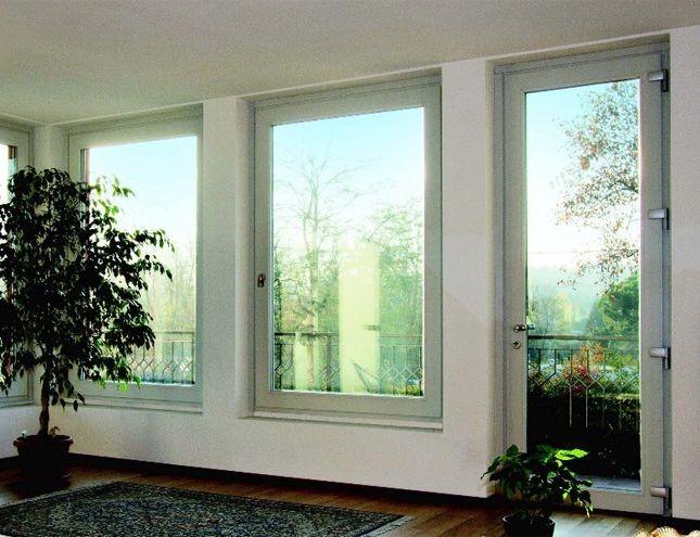 La versatilità del pvc lo rende il materiale adatto per realizzare le finestre di una casa in campagna...