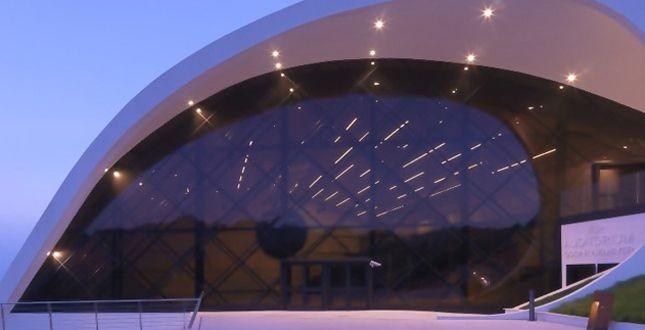 L'avveniristico Auditorium di Revello, a Cuneo, è stato realizzato con serramenti Schüco