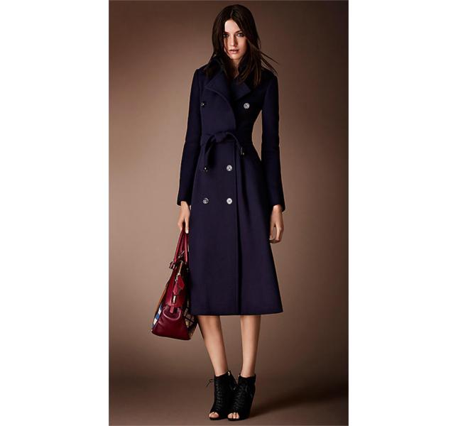 Trench coat in lana vergine spazzolata con pannello inferiore a ruota e borsa bowling / Burberry fw 2014