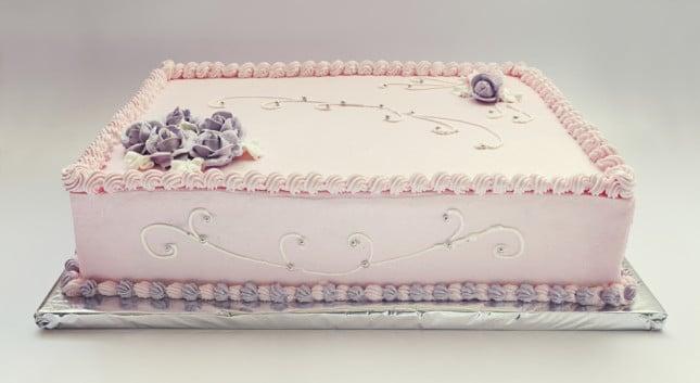 Scegli una base rettangolare per la tua pink cake alla crema a un solo piano, se desideri un matrimonio duraturo e all'insegna della fedeltà.