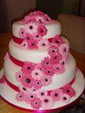 Torta rosa chiaro e fucsia, in pasta di zucchero