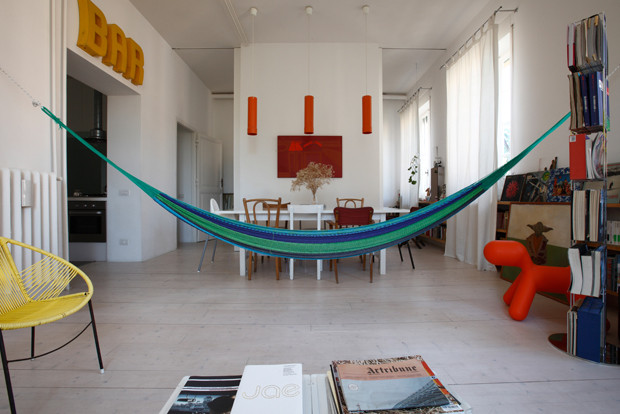 Un'amaca guatemalteca in soggiorno, per chi ha tanto spazio in casa...