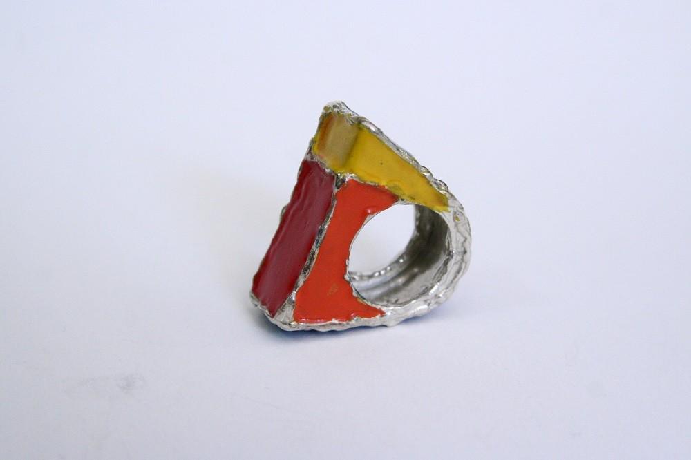 Anello laccato, 180 euro