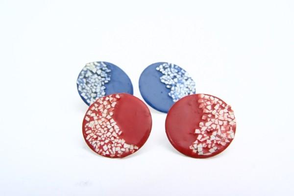 Orecchini moon light lacca rossa o blu con contrasto bianco. Prezzo: 50 euro