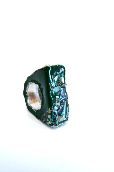 Anello esagonale laccato, 180 euro