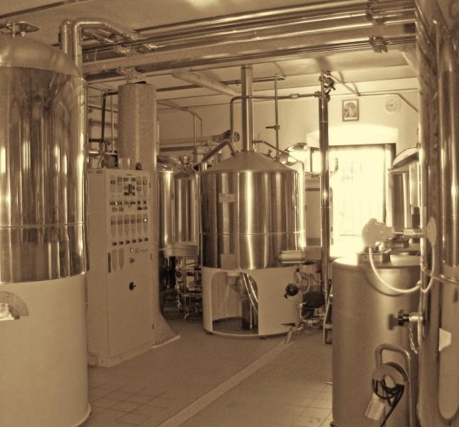 La lavorazione della birra avviene in modo artigianale, senza nessun processo di filtrazione e pastorizzazione
