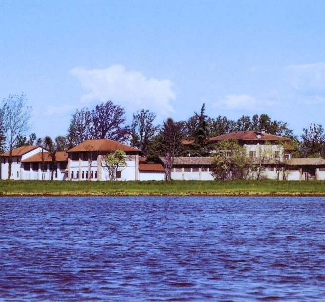 Il monastero è stato fondato nel 1971. Con gli anni, le nuove attività e la presenza di un numero maggiore di monaci si è arricchito di nuovi edifici