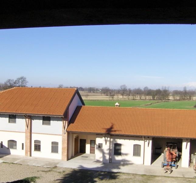 Il birrificio dall'esterno con panorama sulla Bassa Lombarda… niente male!