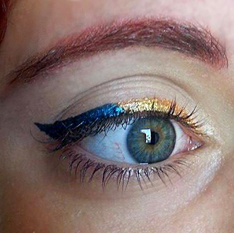 Risultato finale dell'applicazione dell'eyeliner colorato