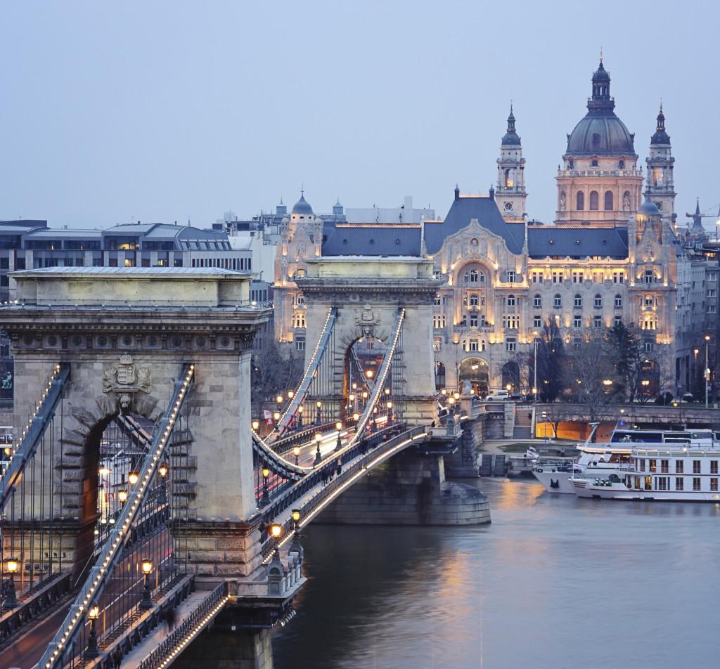 Vista del ponte delle Catene a Budapest