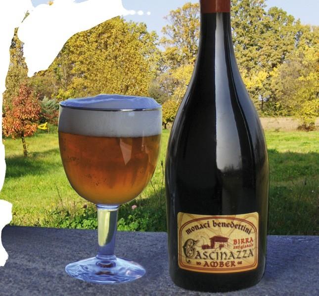 Amber, la prima birra prodotta nel monastero, fin da subito apprezzata dagli esperti del settore