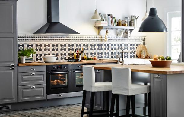 Anche un'isola può trasformasi in zona pranzo grazie alle cucina Ikea