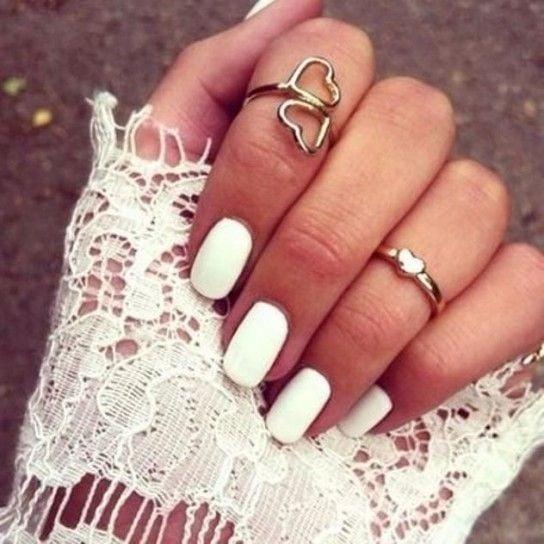 Il trend di quest'anno sono unghie total white