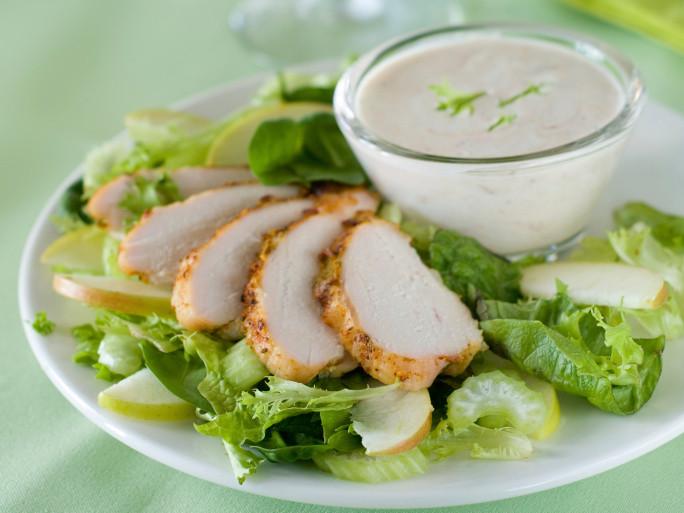 insalata di pollo con sedano e noci