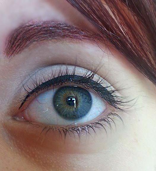 Disegnate la prima linea di eyeliner: molto sottile e ben attaccata alle ciglia