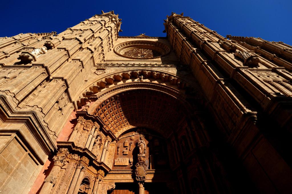 La bellissima facciata della cattedrale di Palma