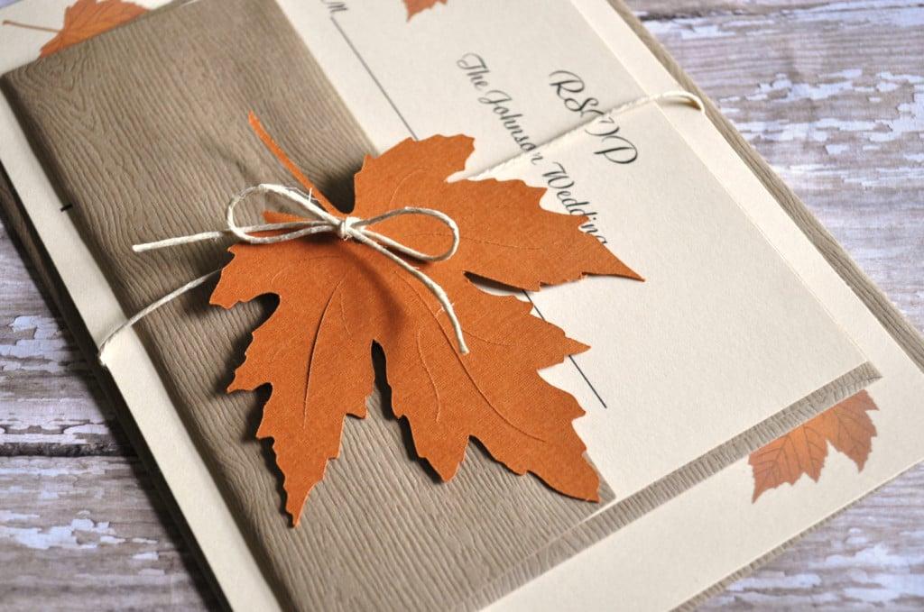 matrimonio tema autunno e partecipazione con riproduzione foglia d'autunno