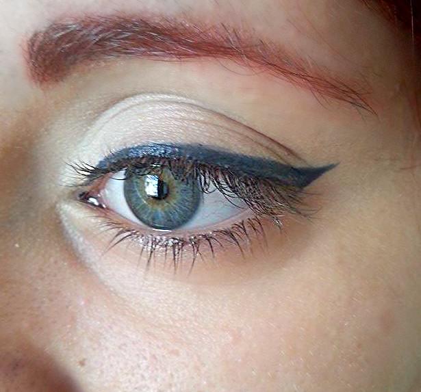 Risultato finale dell'applicazione dell'eyeliner in penna, dopo aver fatto la coda