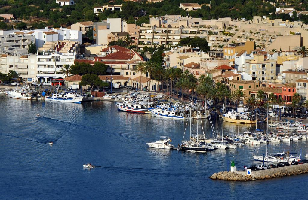 Le barche ancorate nel porto di Andratx