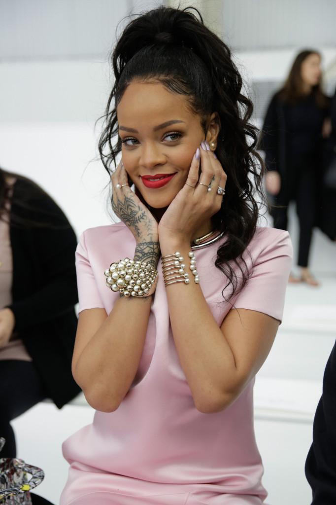 Rihanna, elegante e romantica alla Christian Dior Cruise